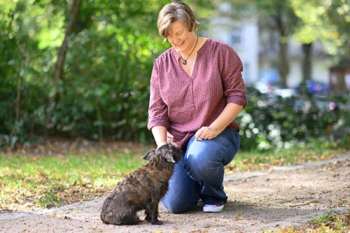 Dani Burmeister Traumatherapeutin in Hamburg mit Hund